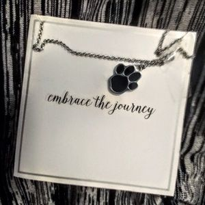 NWT Pawprint embrace the journey necklace